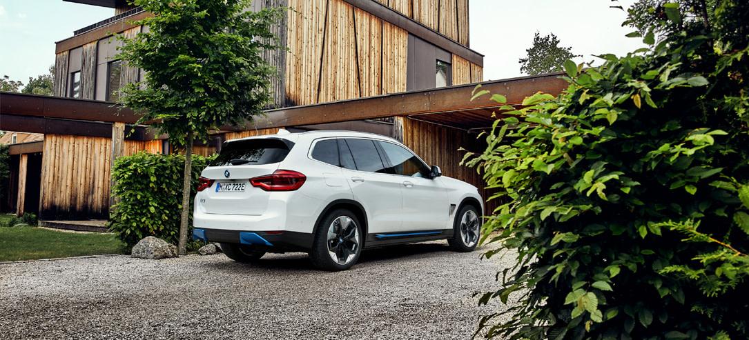 De BMW iX3 achterkant